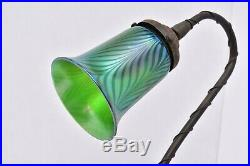 Vtg Art Nouveau Trumpet Lily Table Lamp Pulled Feather Art Glass Iridescent 17